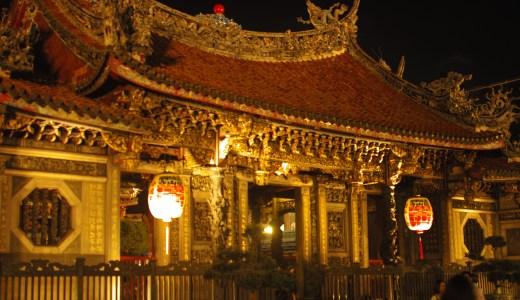 夜まで営業!台北一のパワースポット龍山寺参拝がオススメ