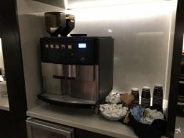 Hilton New Orleans St. Charles Avenue Lounge Kaffeeautomat