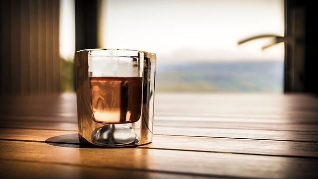 ウイスキー 健康 効果 ストレート ロック お湯割り