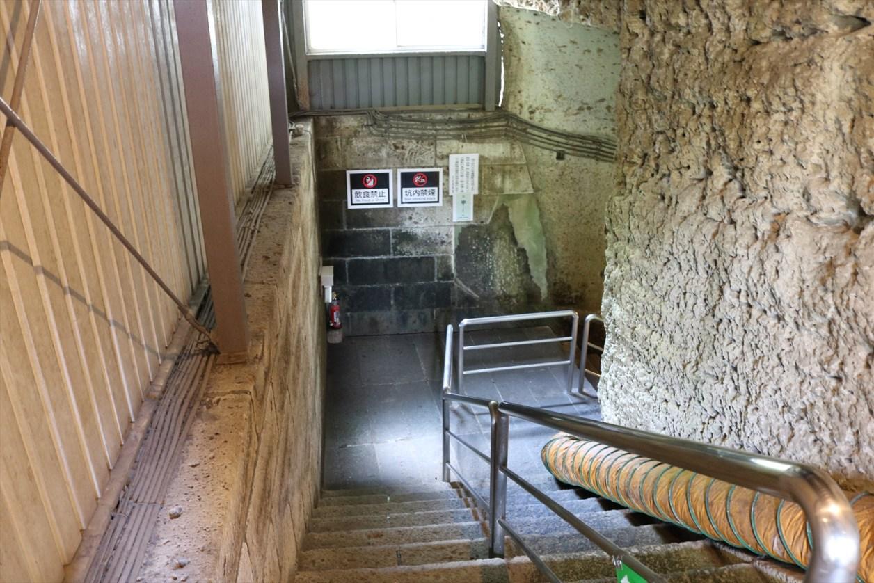 坑内入口階段