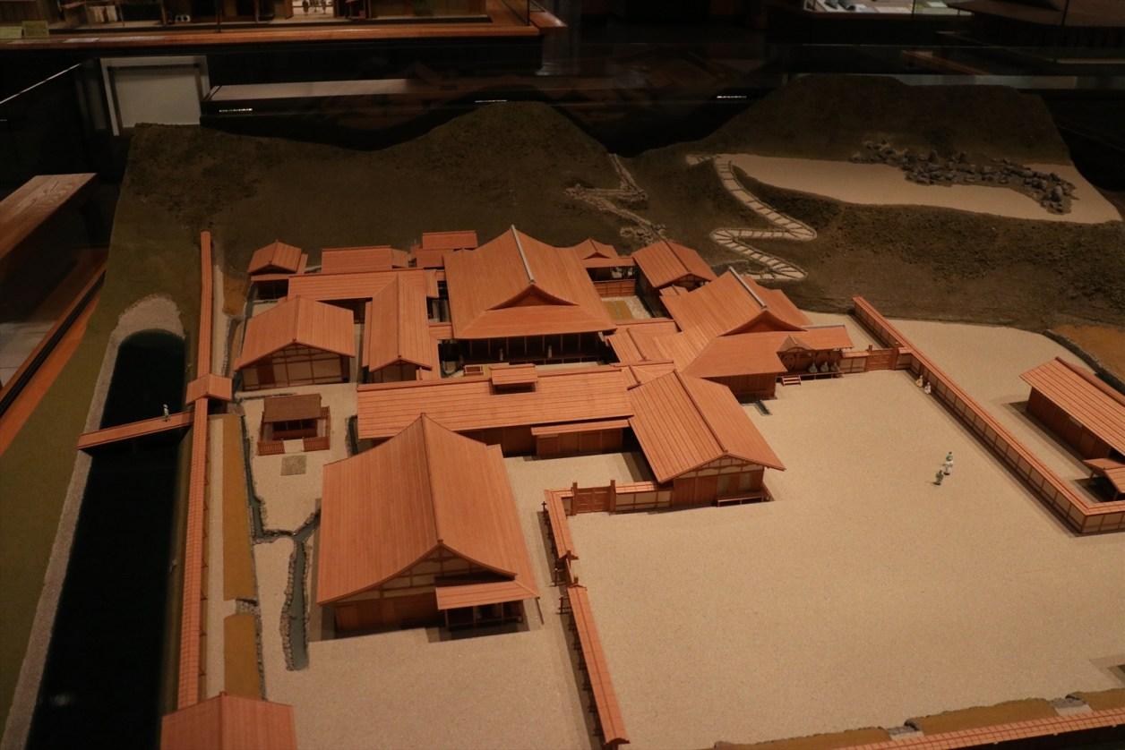 朝倉義景の館の模型