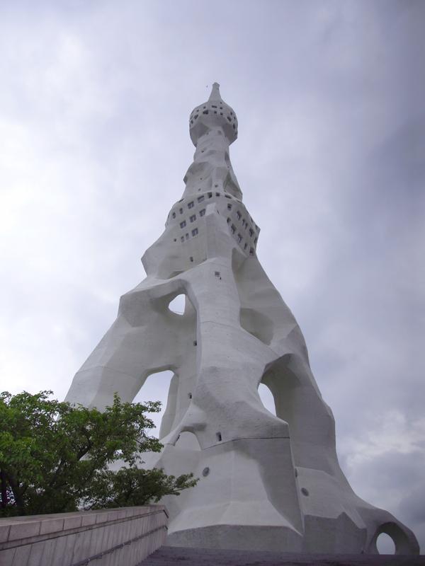 PLの塔の直下