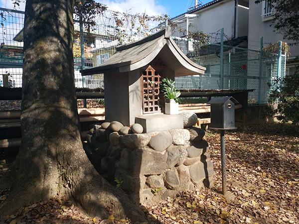板茂神社境内にある塞の神