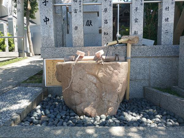 羽曳が丘神社の手水舎