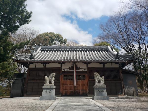 古室八幡神社の拝殿