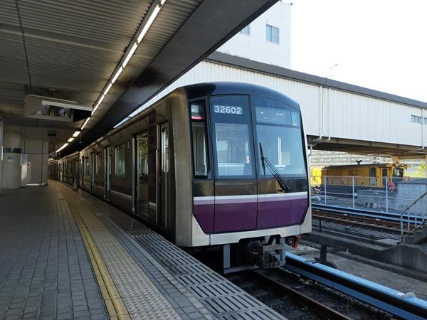 八尾南駅に停まる谷町線