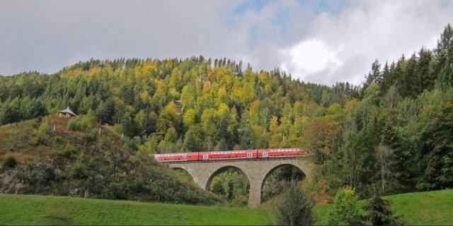 Шварцвальдская железная дорога (Германия) проходит черех живописный регион Баден-Вюртемберг.