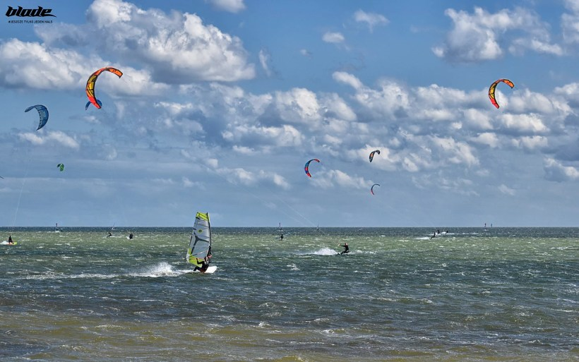 kitesurfers riding in the best kitesurfing spot in Poland Hel Chalupy6
