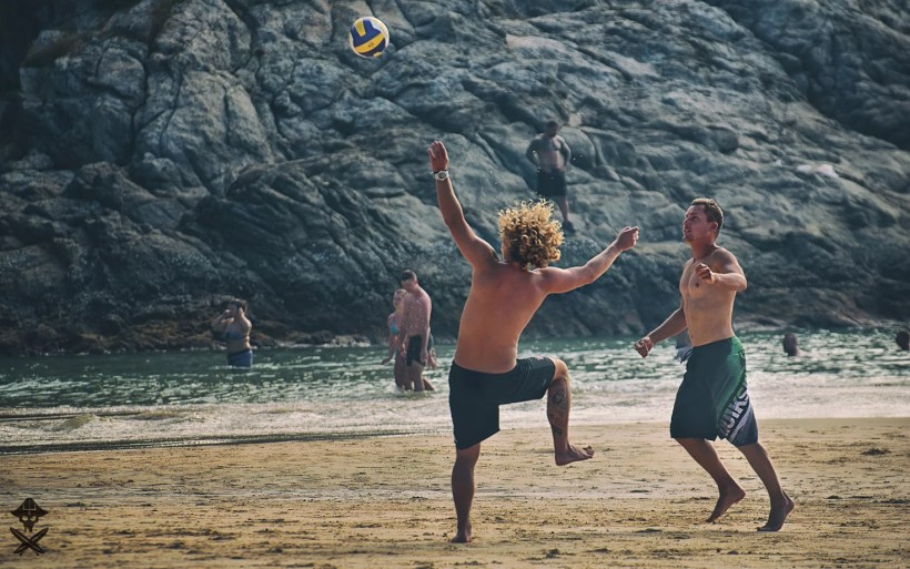 crazy photo showing guys playing football on the beach in Thailand and getting some strange poses
