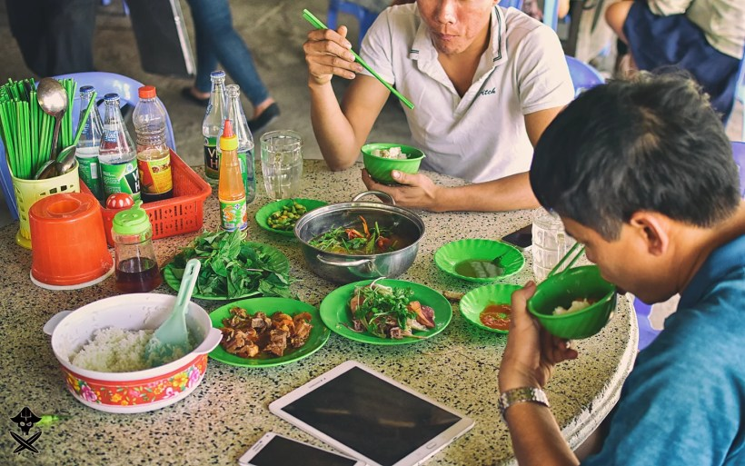 picture of the moder vietnam connecting new technologies with traditional food and way of eating