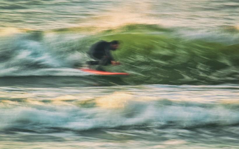 prawie tuba surfer na fali w chalupach banana kite surf