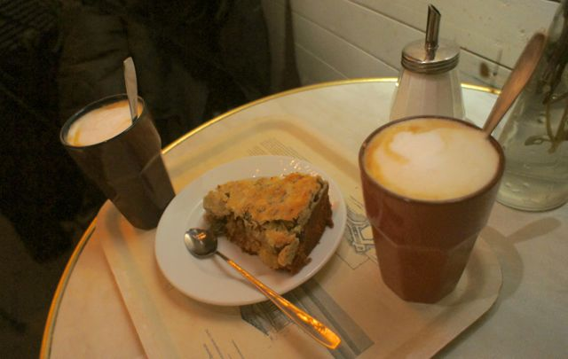 Lattes and apple cake