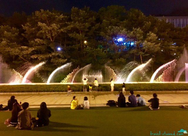 A mini Bellagio fountain knock-off behind the Seoul Arts Centre