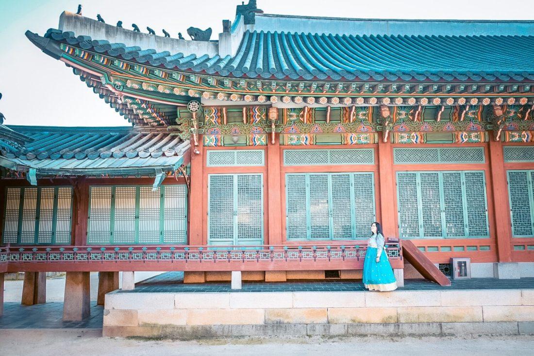 girl in hanbok at changdeokgung palace