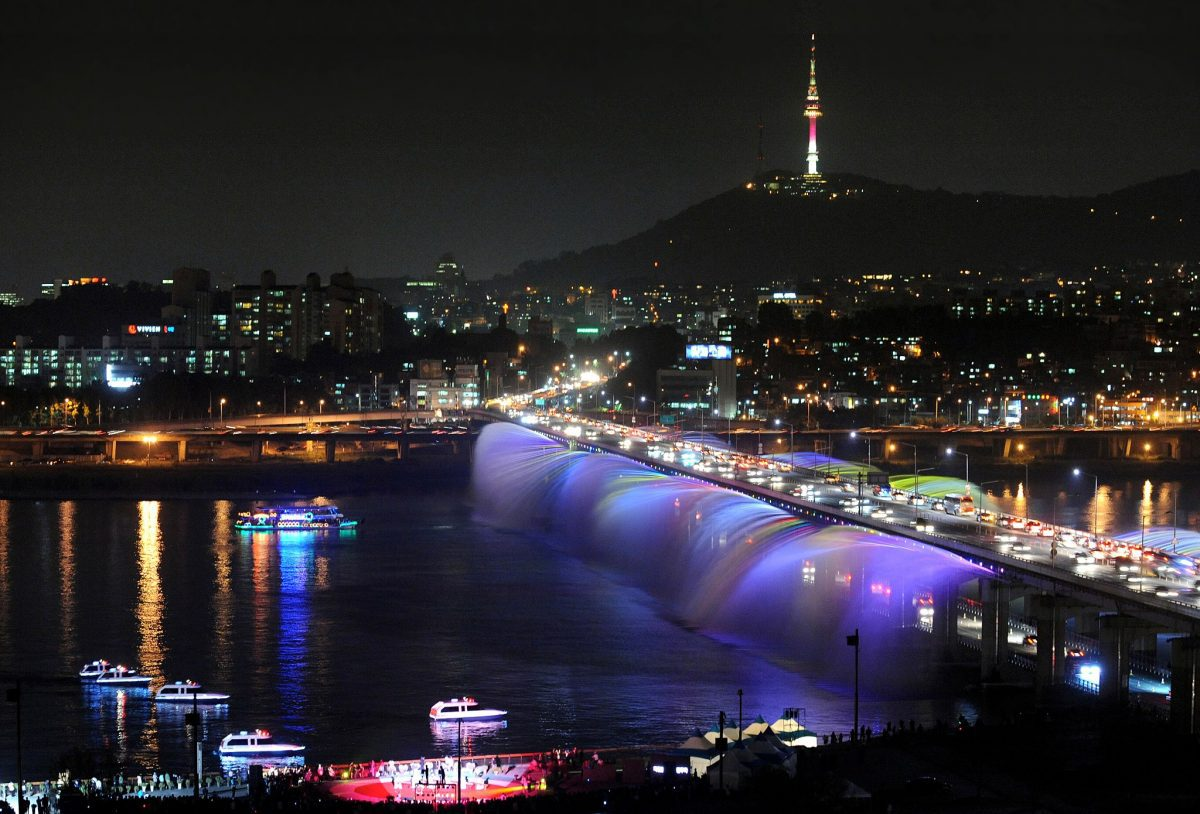 Banpo Bridge Rainbow Fountain | Schedule + Directions