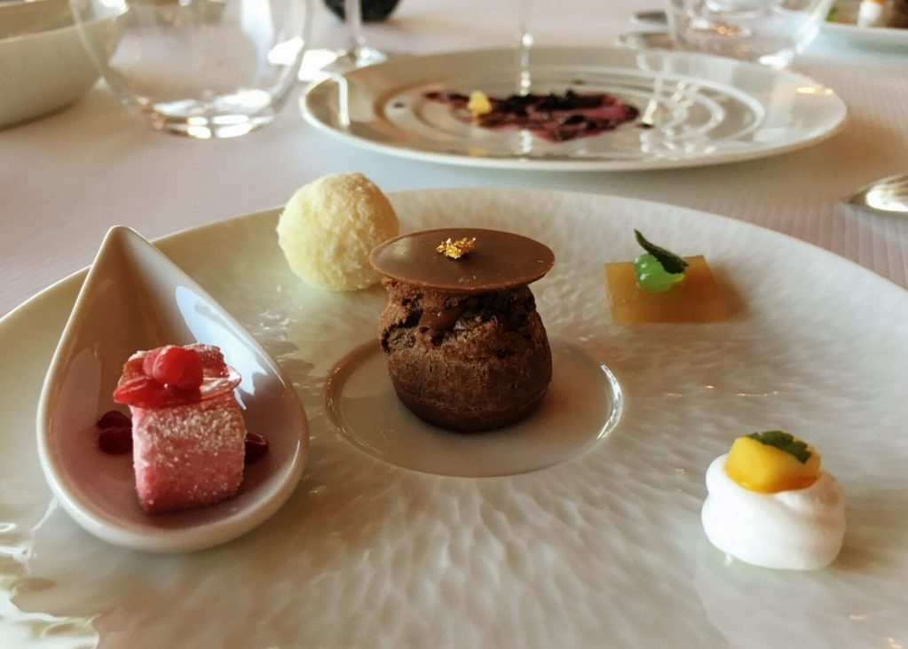 petit fours at pierre gagnaire in lotte seoul executive tower hotel in myeongdone