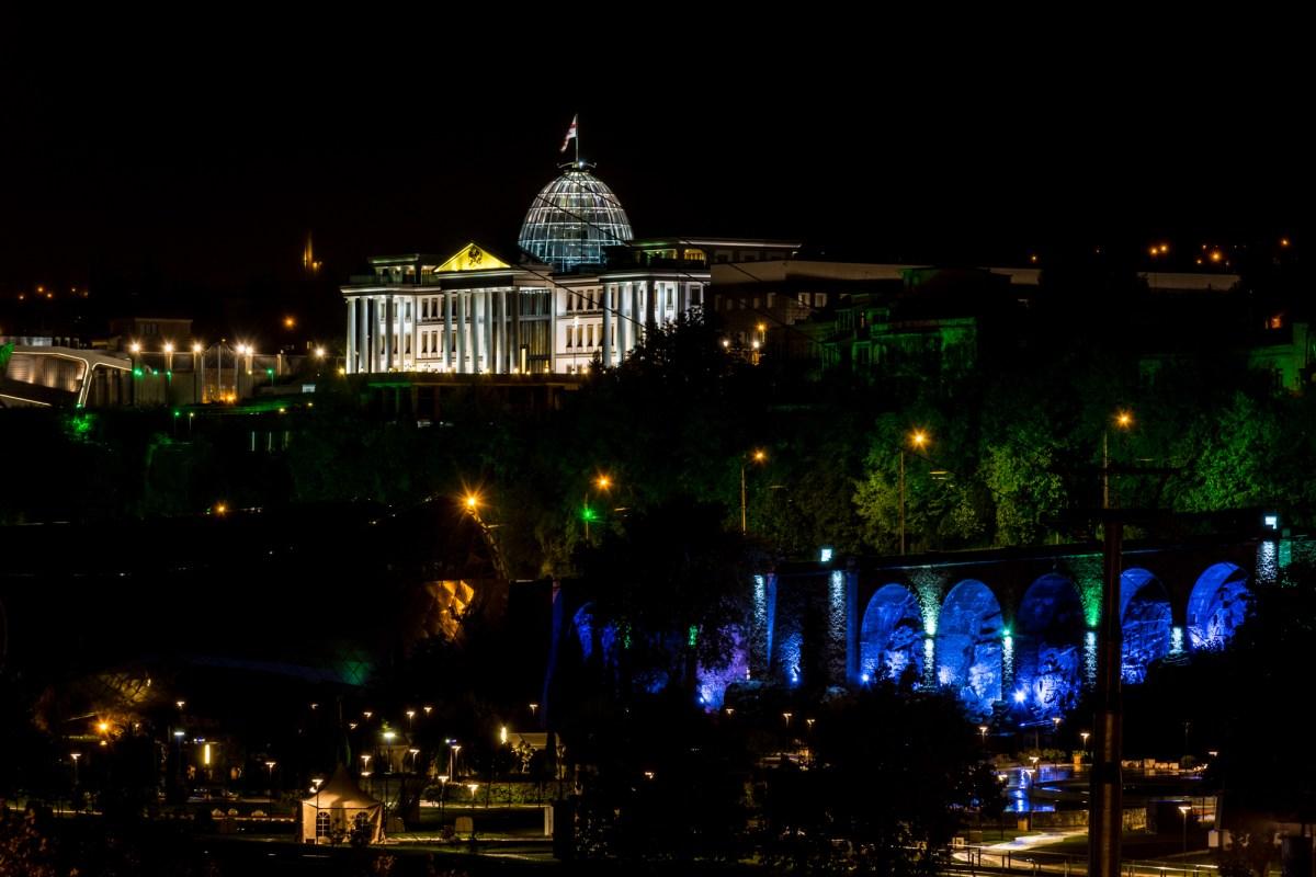 Ночные фотографии Тбилиси: Президентский дворец (Авлабарская Резиденция)