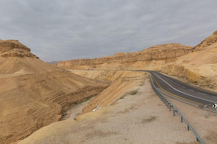 Путешествие по пустыням Израиля: дорога в пустыне Негев