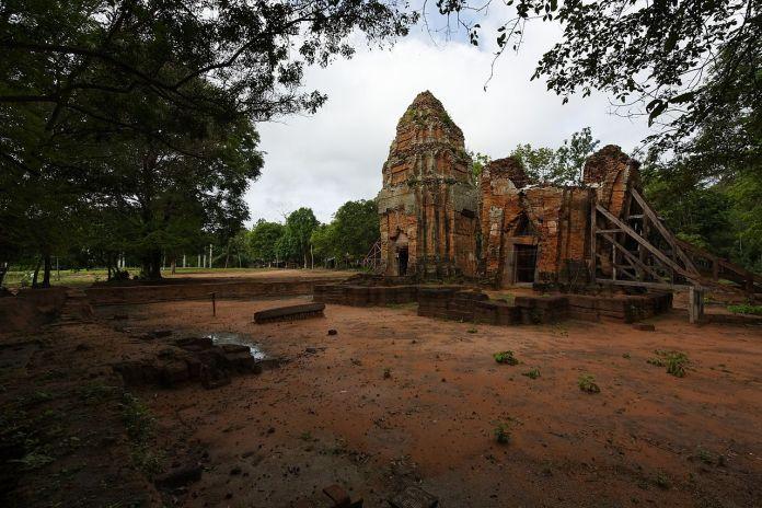 Khmer stupa