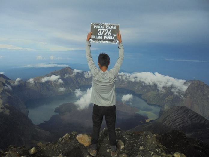 Neighbouring island of Lombok is home to the King of treks – the arduous climb to the peak of Mount Rinjani. Image: www.facebook.com/climbingrinjani