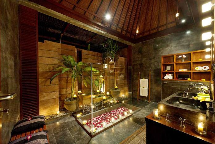 Luxury bathtub in VillaNataraja, Bali