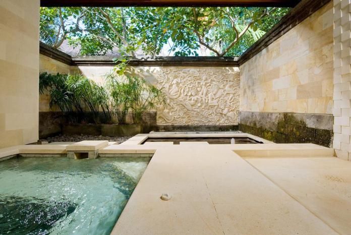 Bathtube & jacuzzi in the beautiful Pushpapuri villa