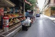 <h5>Fruit market on the sidewalk.</h5>