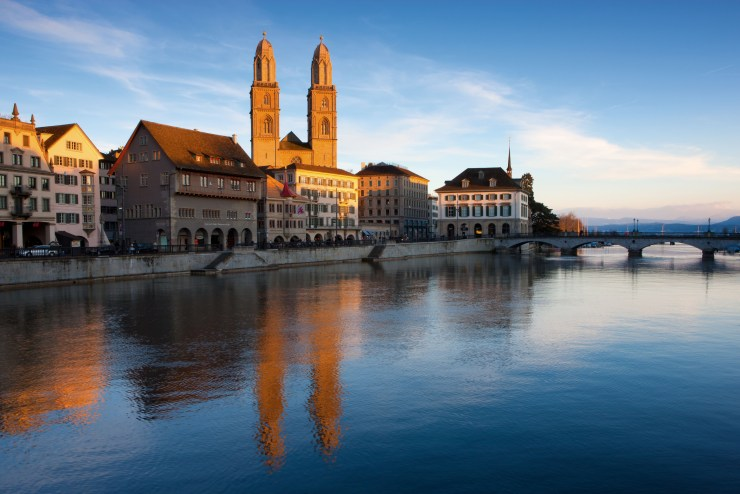 Switzerland. get natural. The two Towers of the Grossmuenster in the evening light. Schweiz. ganz natuerlich. Die beiden Tuerme des Grossmuensters in Zuerich leuchten im Abendlicht. Suisse. tout naturellement. Les deux tours de la Grossmuenster a Zurich dans le soleil du soir. Copyright by: Switzerland Tourism By-Line: swiss-image.ch/Andreas Gerth