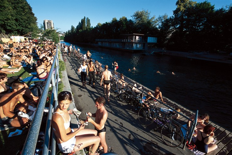 SWISS CITIES. Switzerland is yours. Zurich, the 'Letten' river bathing facility on the Limmat. Ihre Schweiz. Zuerich, das Flussbad 'Letten' an der Limmat. A vous la Suisse. Zurich - Les bains du Letten sur la Limmat. Copyright by Switzerland Tourism By-line: ST/swiss-image.ch