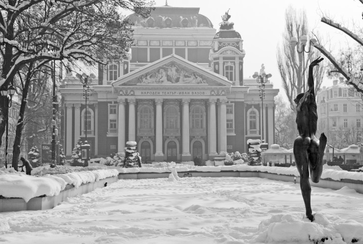 sofia-winter-theater-black-white