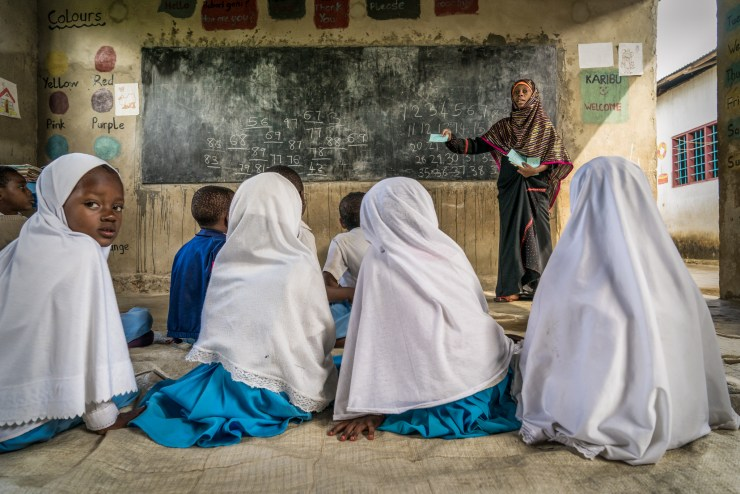 Most classrooms are very basic in rural schools. The luckiest pupils have wooden benches and chairs while the other sit on the ground during the class. But that surely doesn't prevent classrooms to be welcoming, nor teachers to provide dynamic lessons to the children!