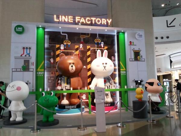 LINE FRIENDS 香港首個展覽3米高巨型Brown & Cony機器人登場 | U Travel 旅遊資訊網站
