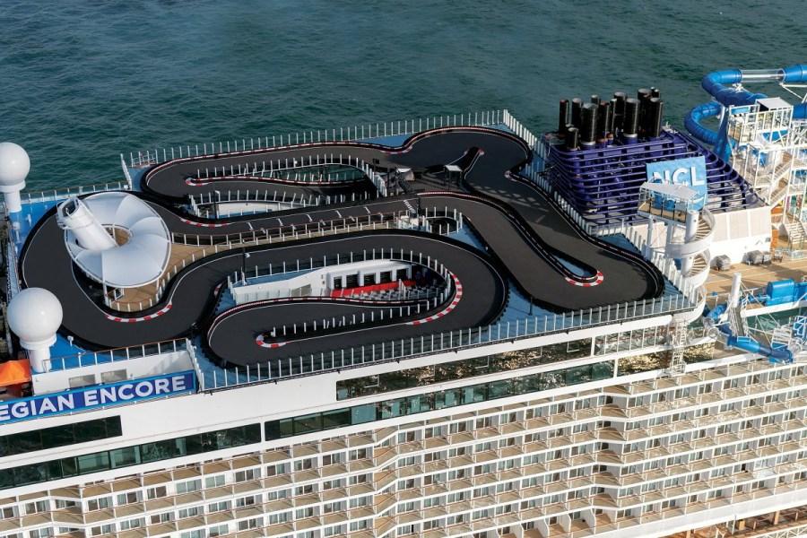 新船啟航!5星挪威郵輪最新17萬噸載客4千海上最大賽車跑道X海上星巴克 挪威永恆號首航加勒比 2020紐約啟程的百慕達和加拿大及紐英倫之旅