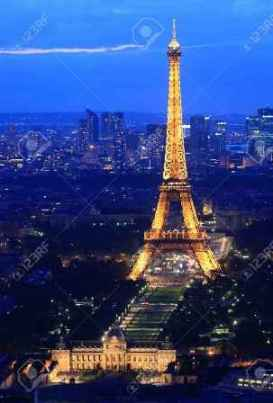 10005938-PARIS-Frankreich-18-Juni-Eiffelturm-Paris-2011-Nacht-Abendd-mmerung-Szene-zeigen-Eiffel-Turm-Licht-b-Lizenzfreie-Bilder