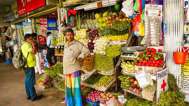 Things to do in Sri Lanka. Local market in Kandy