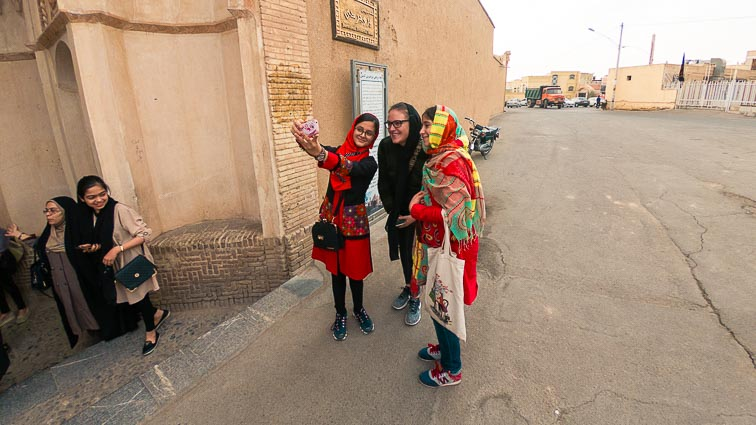 Iran Backpacking. Local girls in Kashan, Iran