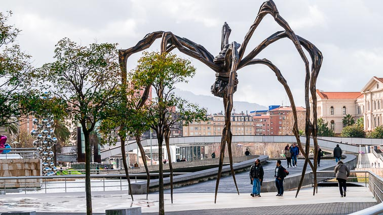 Spider outside the Guggenheim museum in Bilbao