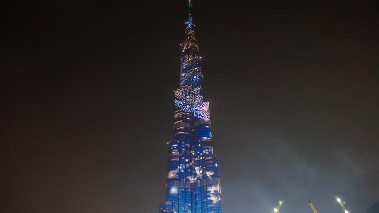 Light show on Burj Khalifa during the fountain sho