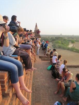 Pyathada Pagoda packed for sunset