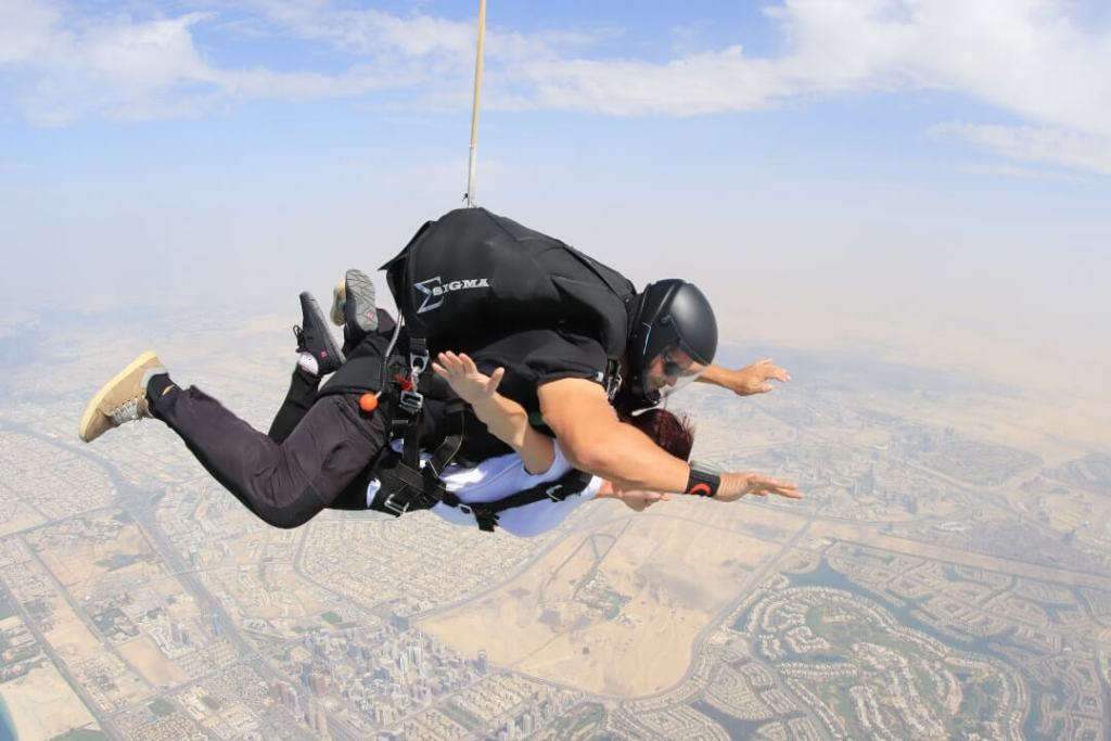 Desert, flying, skydiving