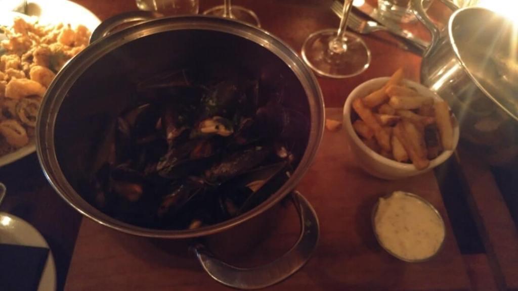 mussels, fries, restaurant