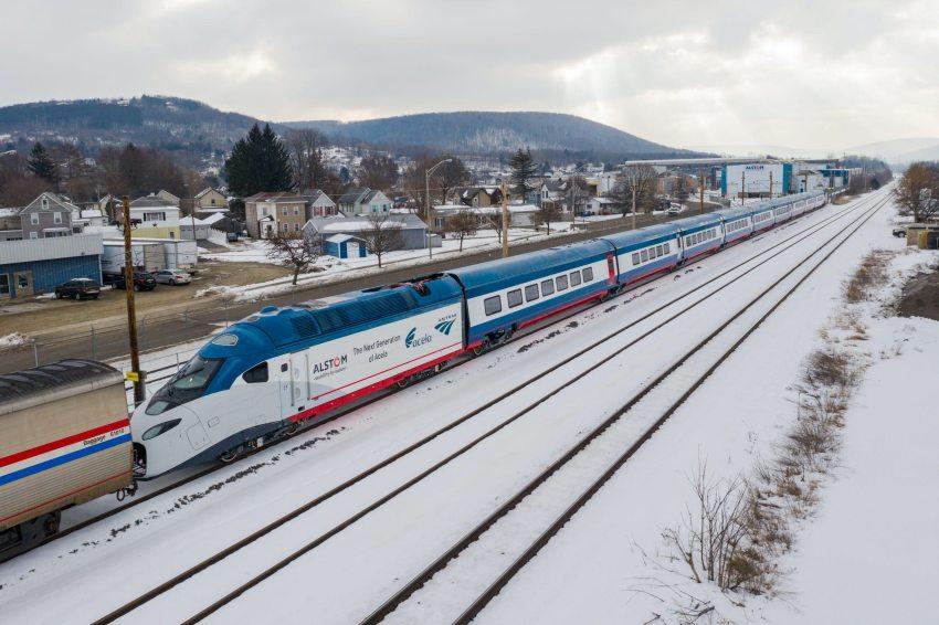 Amtrak Acela on the move.jpg