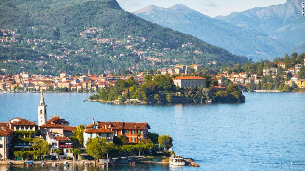 The Americans who bought a house in Italy over the internet