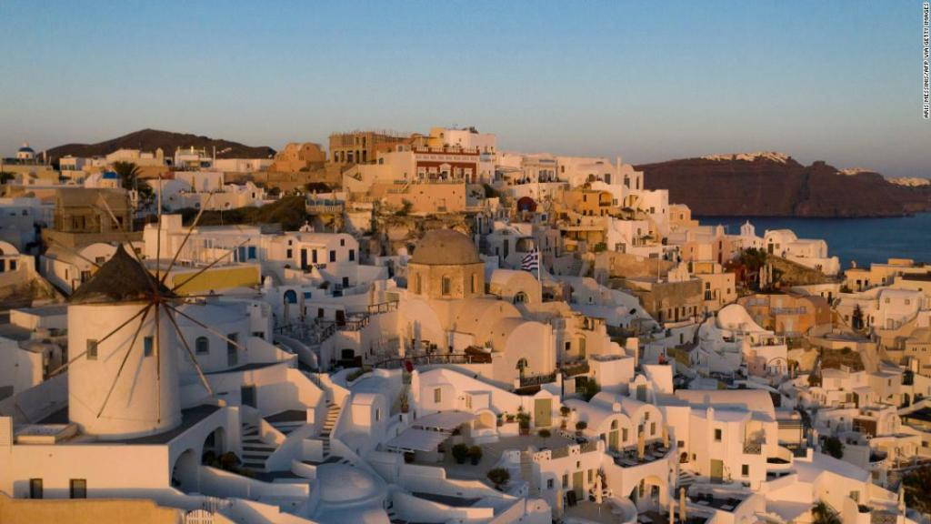 Greece opens its doors to Covid-free tourists