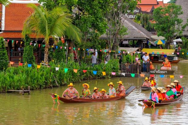 Ayothaya Floating Market to see traditional shows