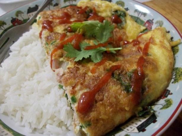 Kai jeow moo sab or nam (Thai wok-fried omelet)