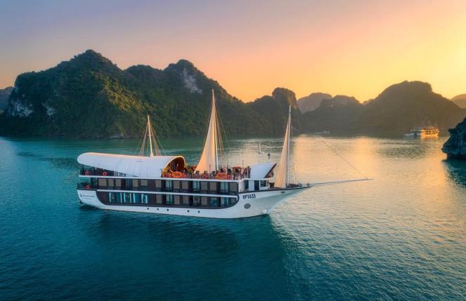Lan Ha Bay Cruise, Cat Ba Island Vietnam
