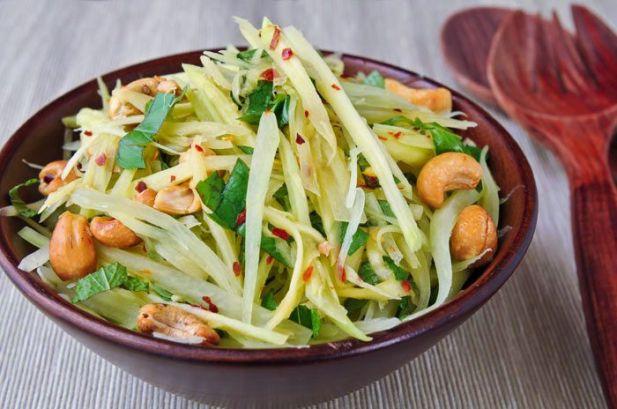 Som Tam Phu Pala (Spicy Green Papaya Salad)