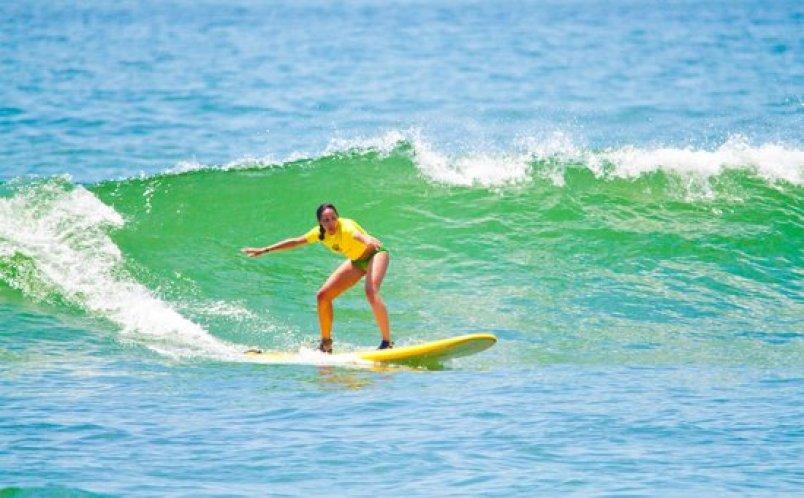 Playa Costa Azul surfing