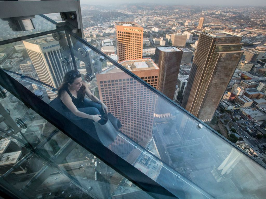 Sightseeing and Enjoy on OUE Skyspace, California